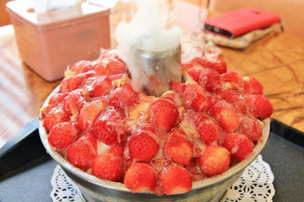 台南草莓冰 | 夢幻蜜拉火山草莓冰,踏雪尋莓酸甜草莓冰超好吃~