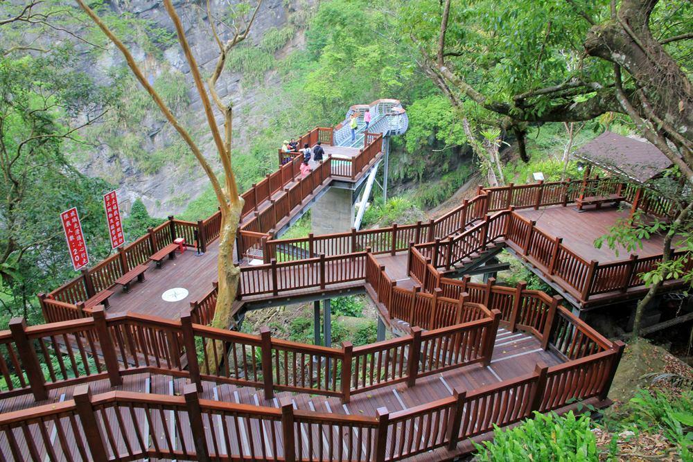 新竹新景點 | 尖石青蛙石天空步道,新竹唯一玻璃景觀平台賞彩虹飛瀑,親近大自然的好地方~